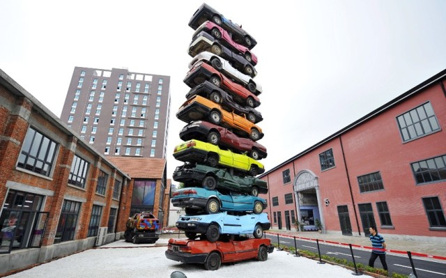 potd-piled-cars_2559624k-640x399.jpg