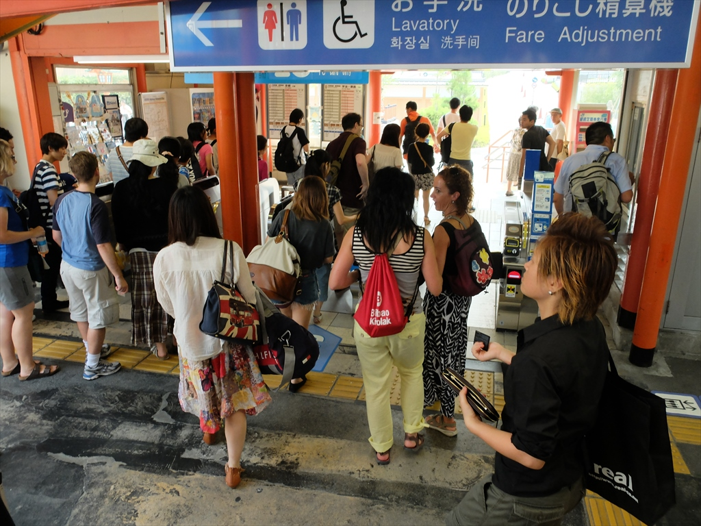 JR奈良線稲荷駅