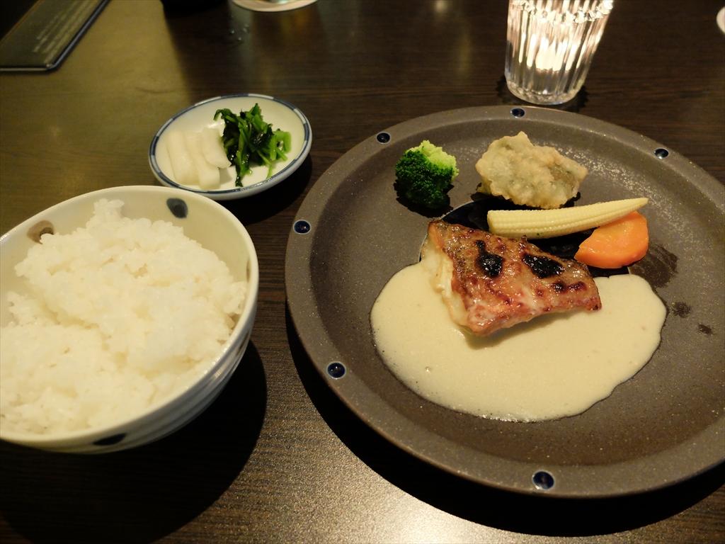 本日の魚の味噌焼き_ご飯_お漬物
