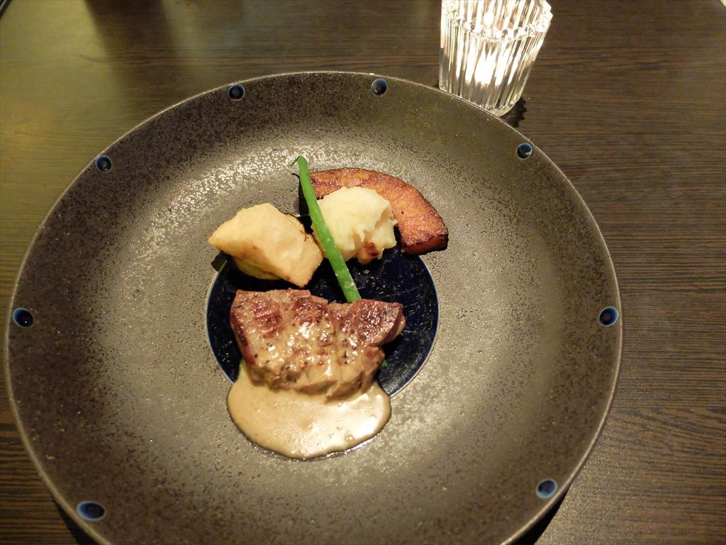 牛フィレ肉のソテー 胡麻風味ソース