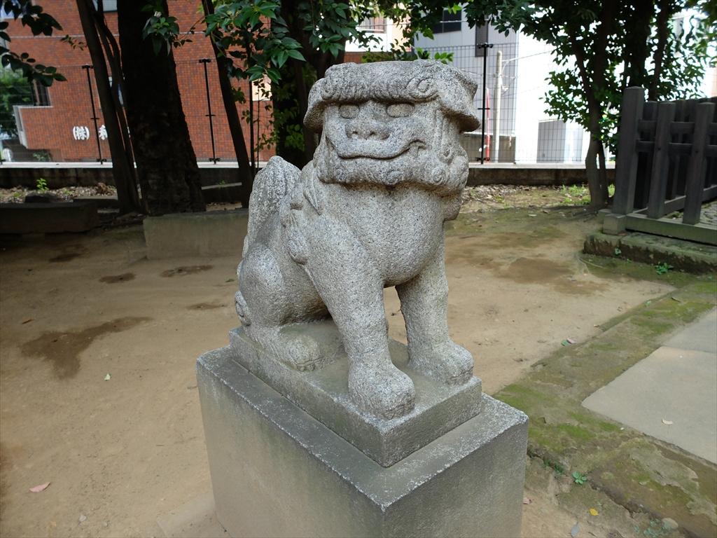 御嶽社前に移設された狛犬_2