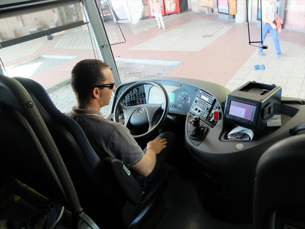 ベセレア行きのバスに乗り換える。 今度の運転手は男性だ。