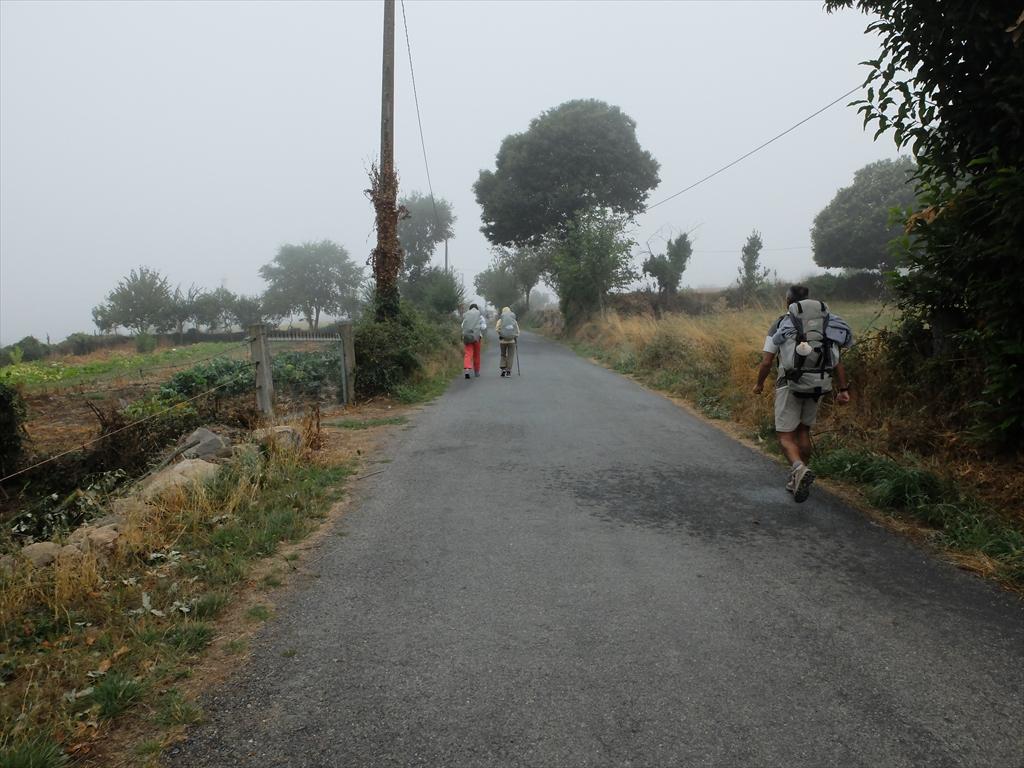 雨支度をして歩き始める_3