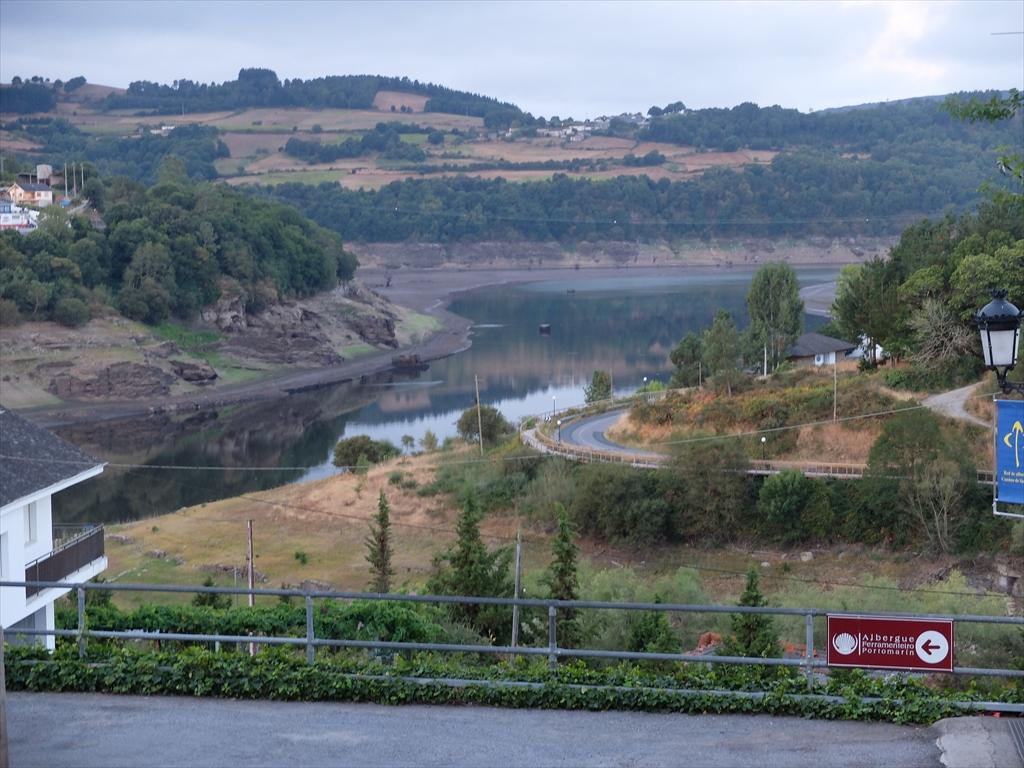 ミニョ川と呼ばれる川のダム湖だということがよくわかる