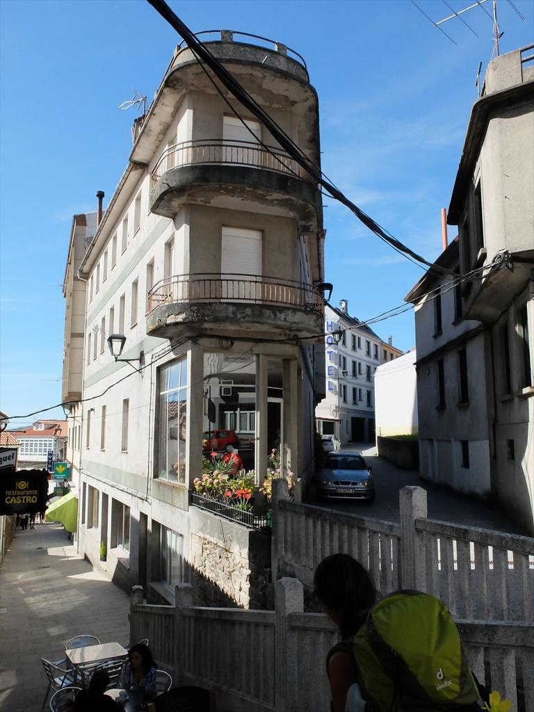 階段を下りるとパラス・デ・レイの中心街に出る_1