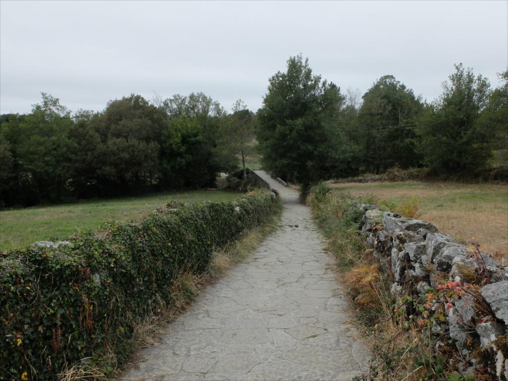 レボレイロの出口にある中世の石橋_2
