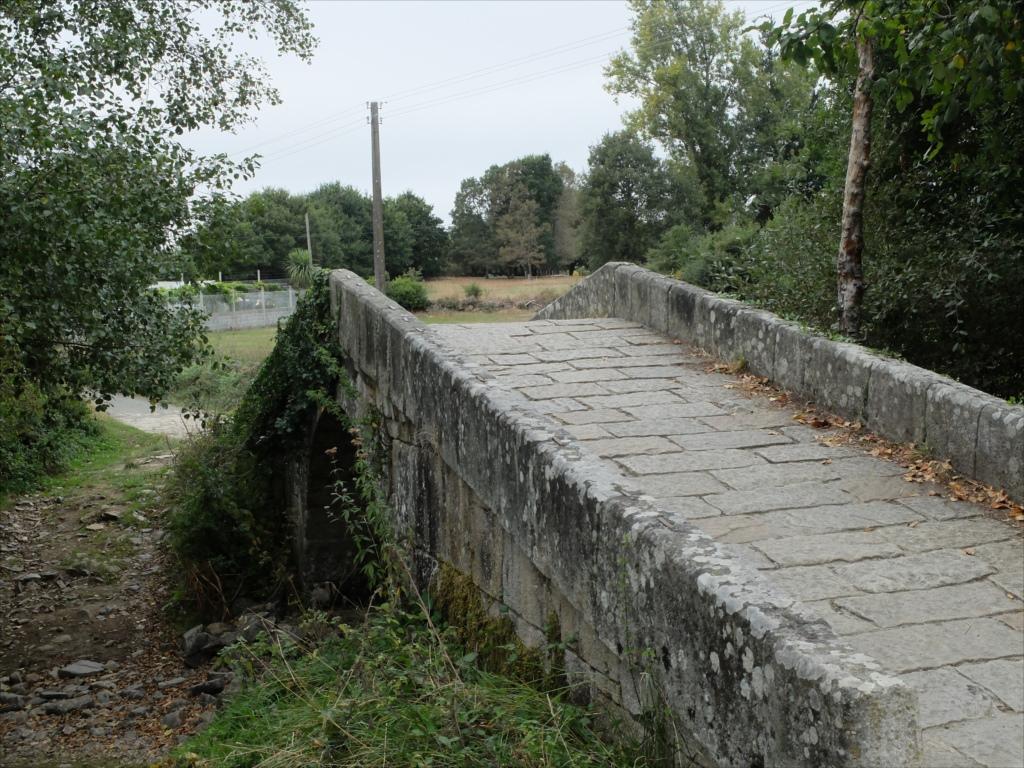 レボレイロの出口にある中世の石橋_6