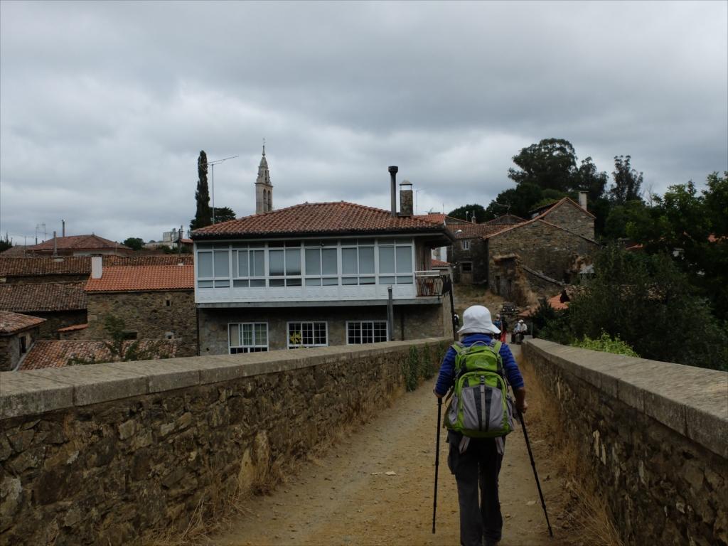 フロレスの街の入口にある中世の石橋_8