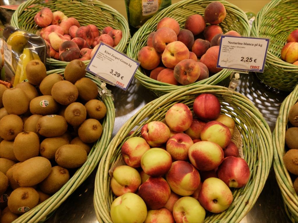 スーパーマーケットの商品陳列_2