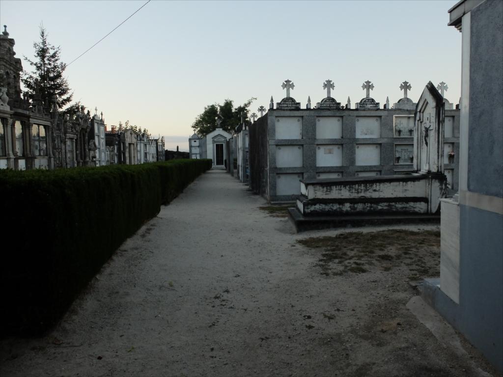 メリデを出てすぐ坂道にある墓地_3