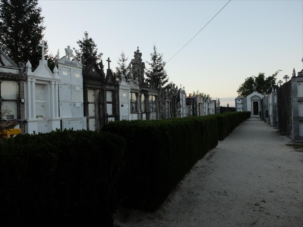 メリデを出てすぐ坂道にある墓地_4