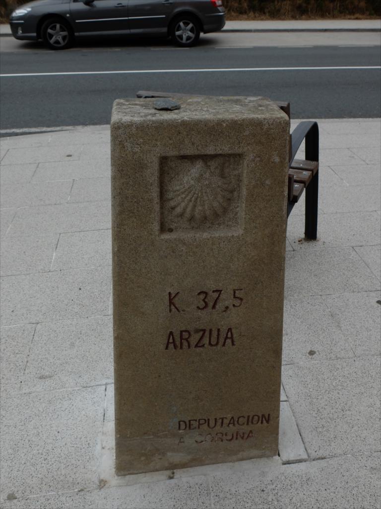 残り37.5km、町の名前はARZUAだ