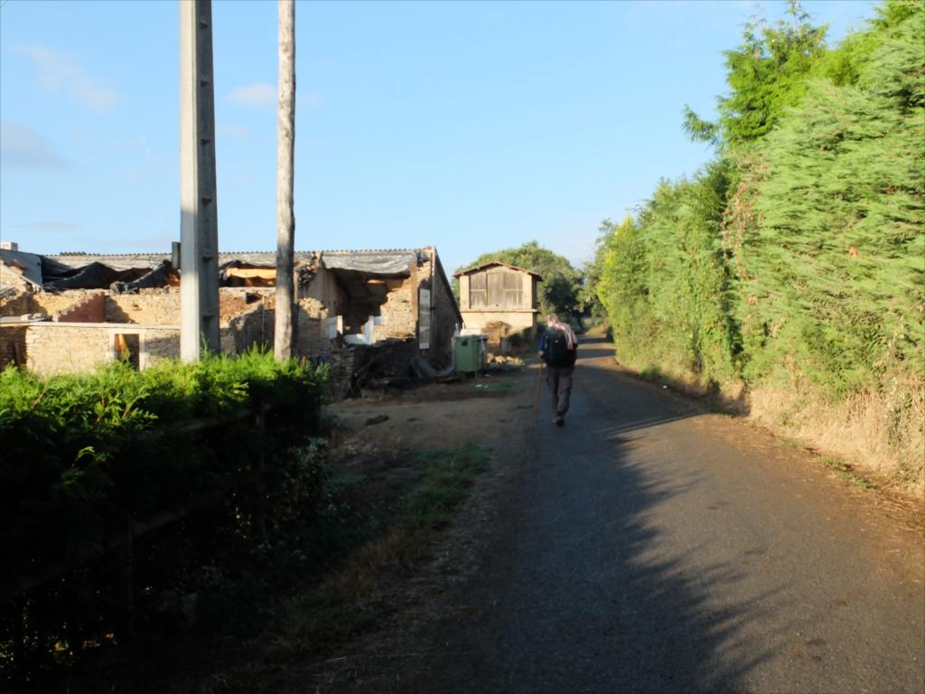 さらに田舎道を歩く