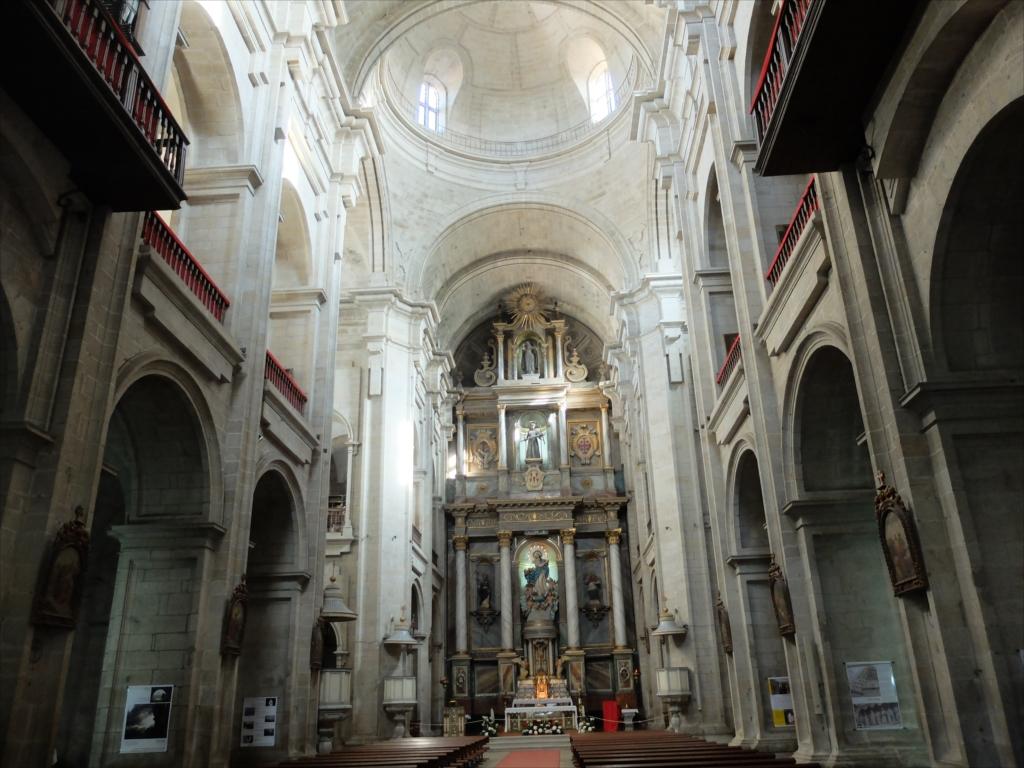 聖堂をまっすぐ最奥部まで進む_3