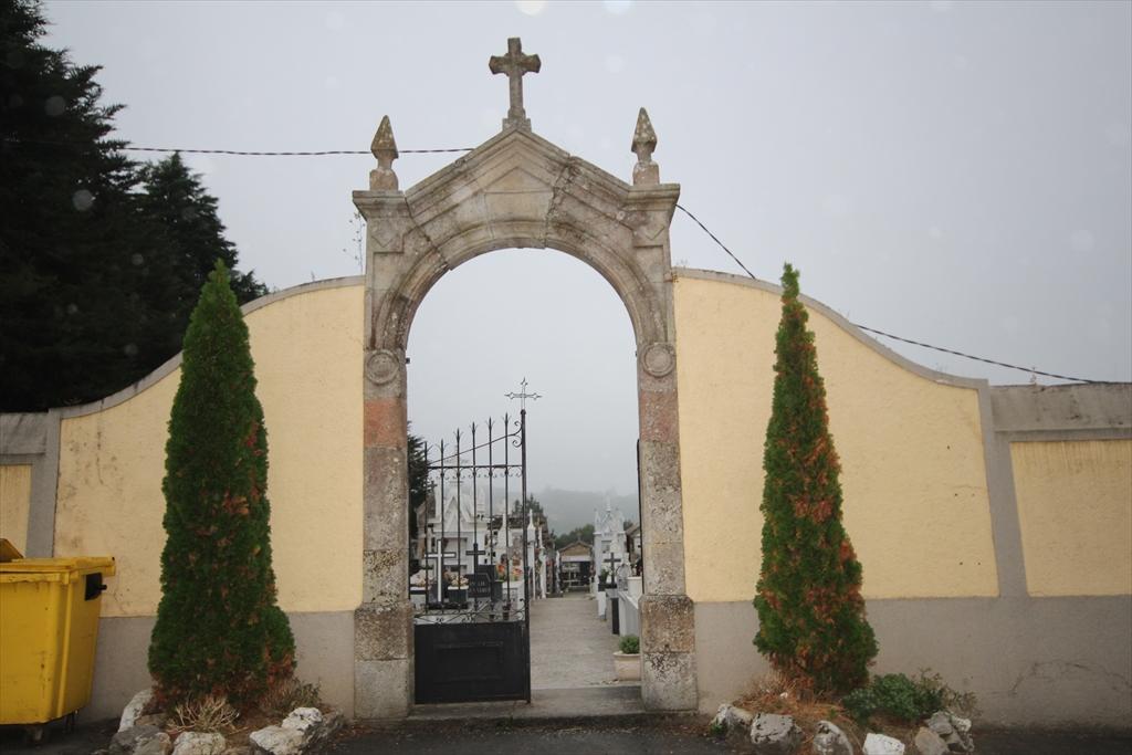 修道院の前の墓地_1