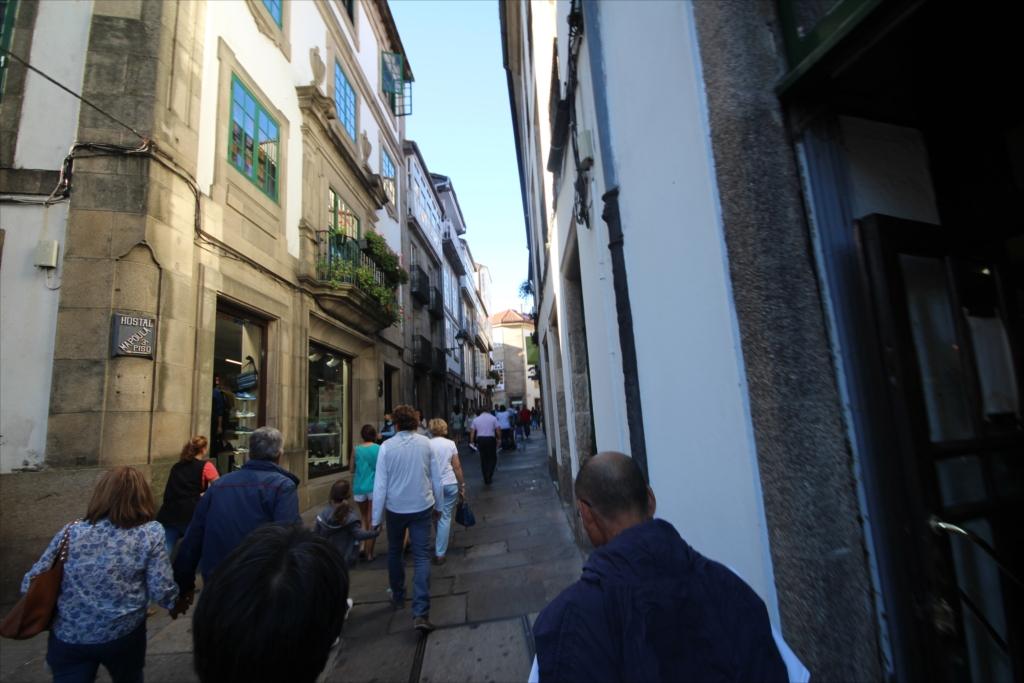 ホテルを出て、旧市街を散策しながらカテドラルに向かう_2