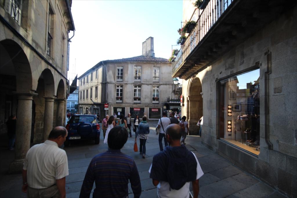 ホテルを出て、旧市街を散策しながらカテドラルに向かう_4