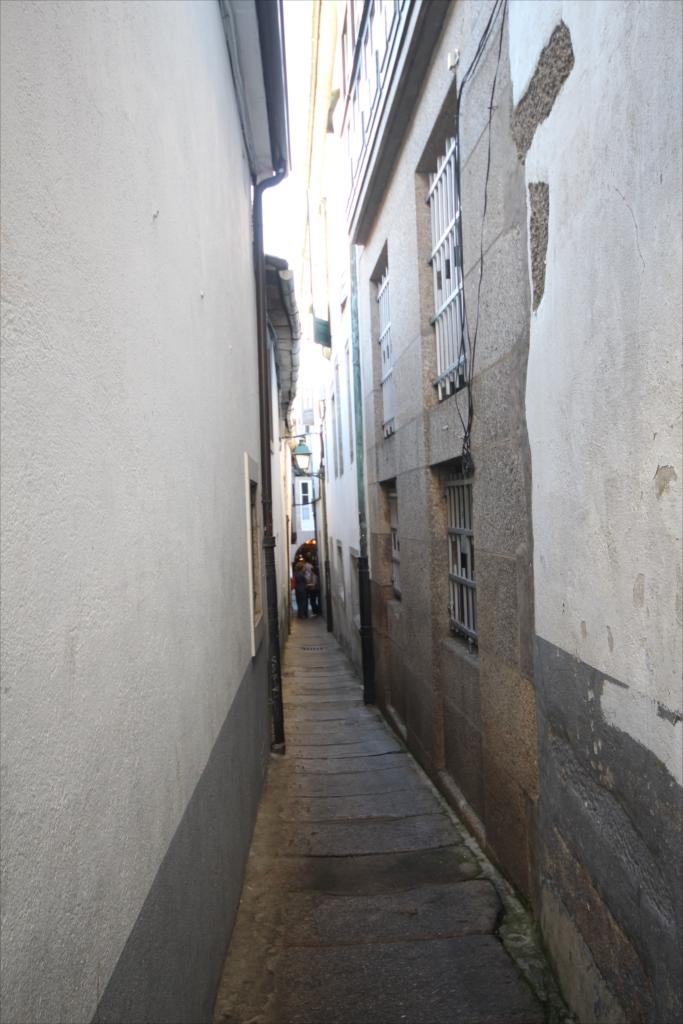 この先はスペインで一番狭い路地_2