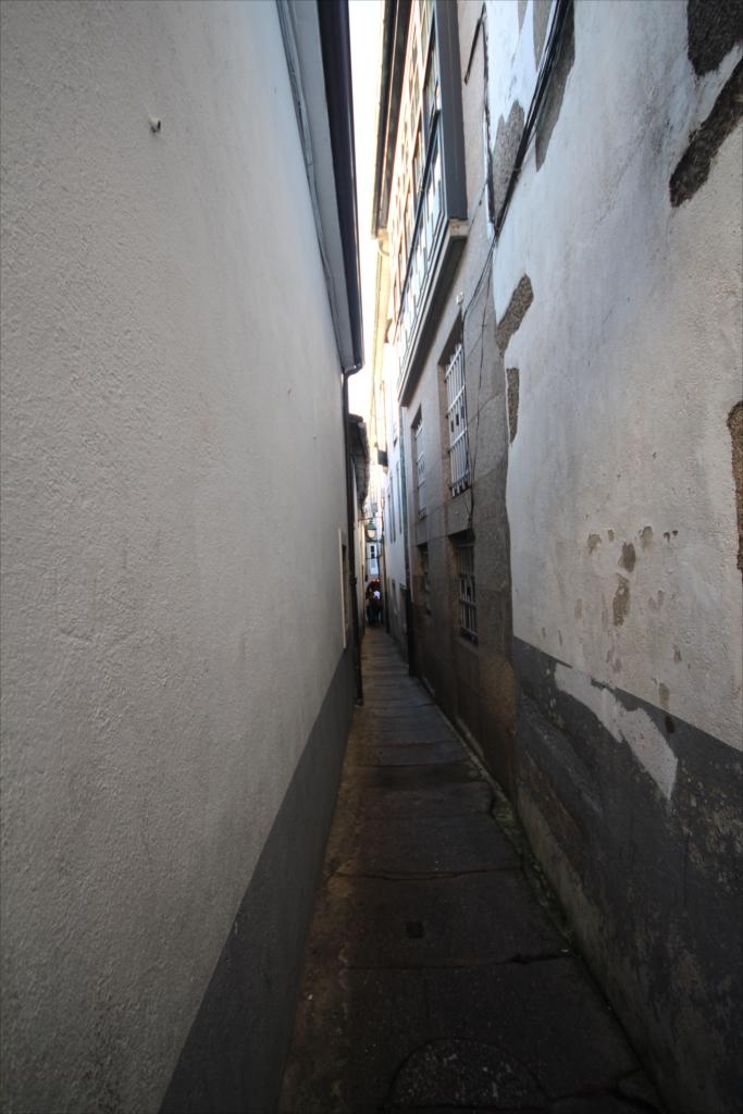 この先はスペインで一番狭い路地_3