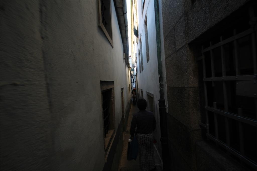 この先はスペインで一番狭い路地_4