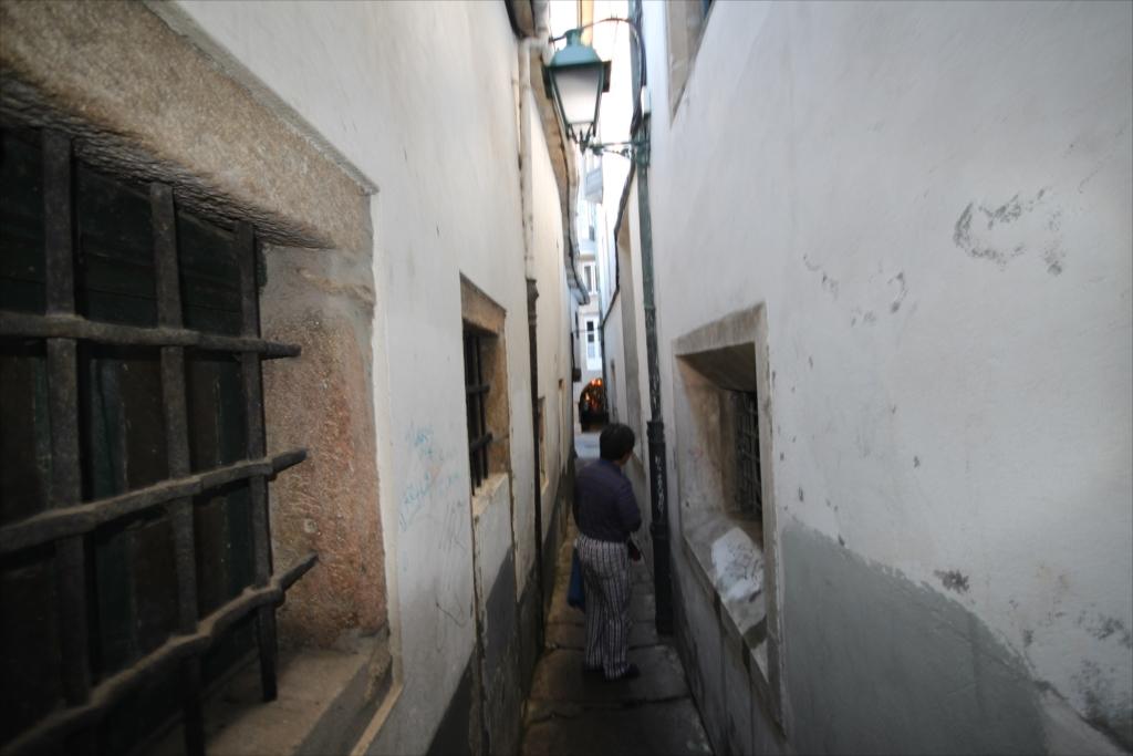 この先はスペインで一番狭い路地_5