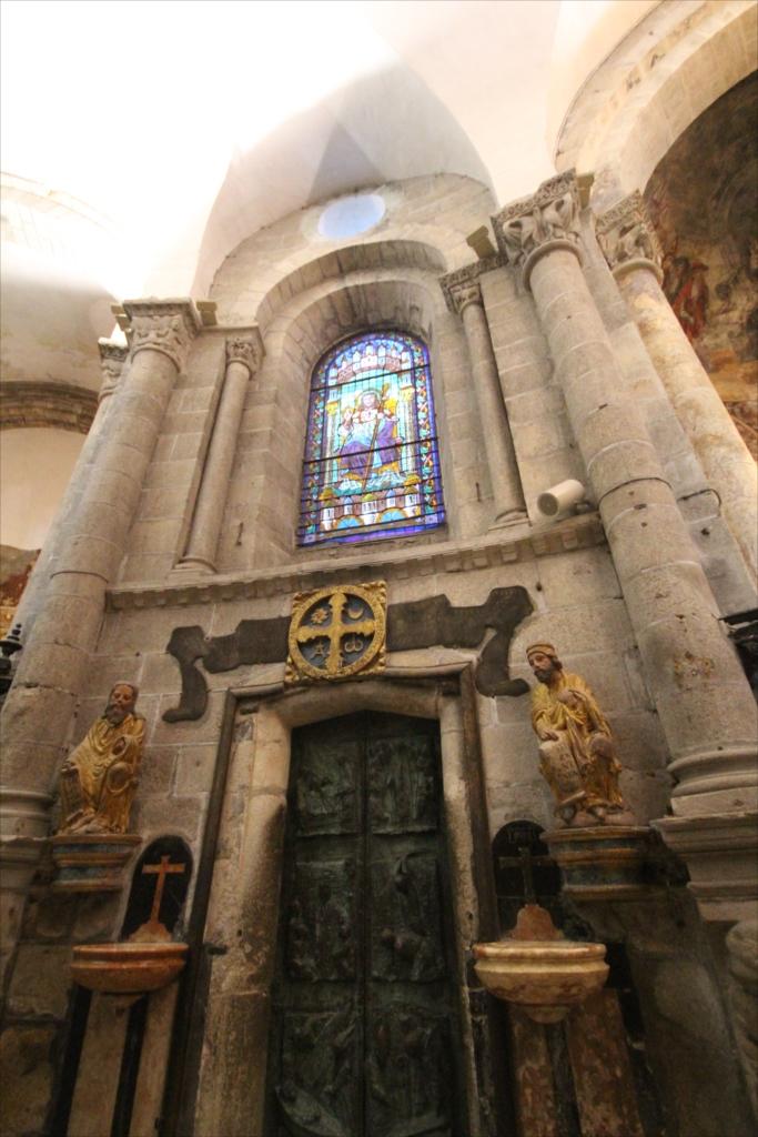 大聖堂内側から見た『聖なる門』_1