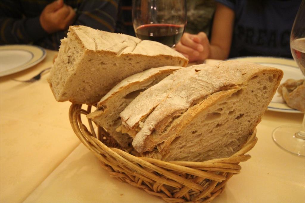 固くて腹にたまるガリシアのパン