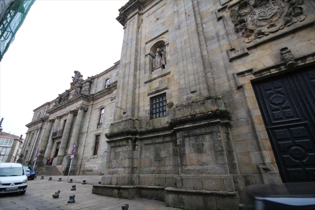 サンティアゴ・デ・コンポステーラ大学の地学・歴史学部校舎のようだ_2