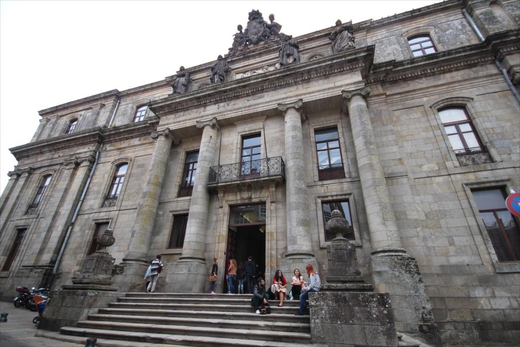 サンティアゴ・デ・コンポステーラ大学の地学・歴史学部校舎のようだ_3