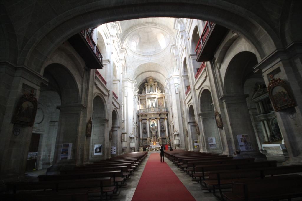 再び入口付近から主祭壇を見る_1