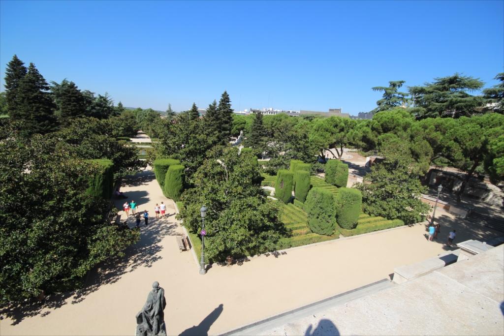 サバティーニ設計の庭園_3
