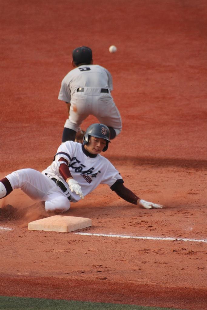 松井、3塁打を放つ_2