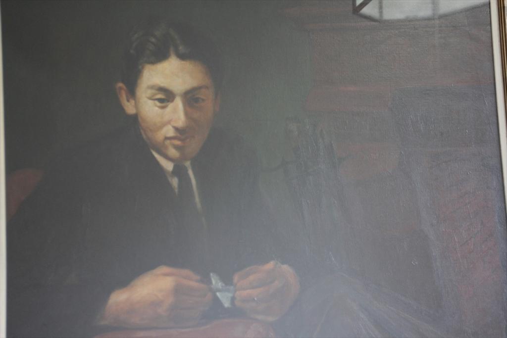 北側階段の壁面に掛けられていた絵画