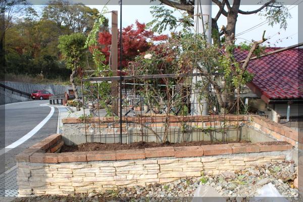 庭づくり 砕石駐車場 花壇 トレリス 20141124