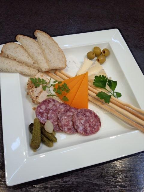 20131030_サルシチョンとチーズ盛合わせ