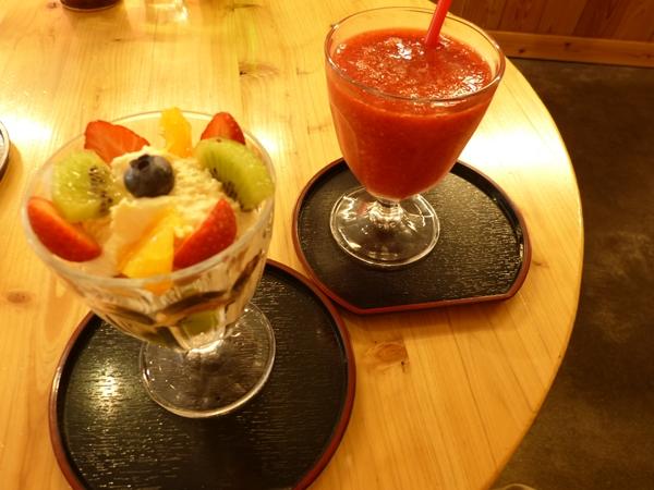 藤屋パフェとジュース