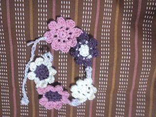 3段のお花モチーフのブレスレット
