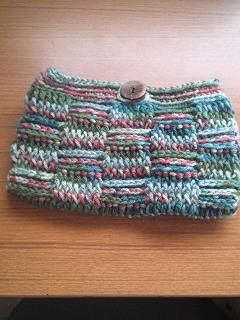 引き上げ編みのポーチ