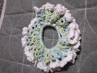 ネット編みのシュシュ