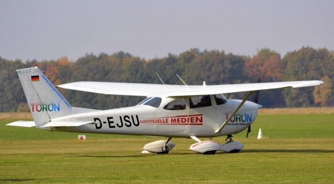 Cessna_172_Skyhawk_(D-EJSU).jpg