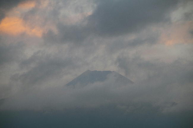 20日 5-06 今朝の富士山1
