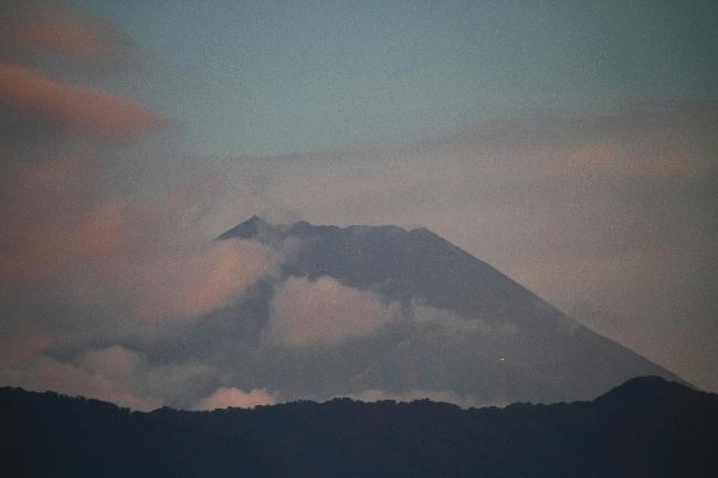 28日 5-28 今朝の富士山1