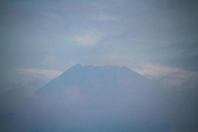 7日 5-56 今朝の富士山1