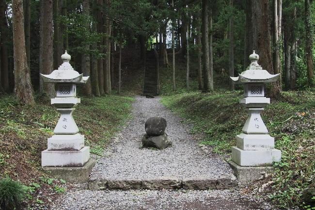 山宮浅間神社鉾立石-1