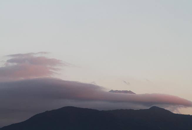 13日 5ー58 今朝の富士山-1