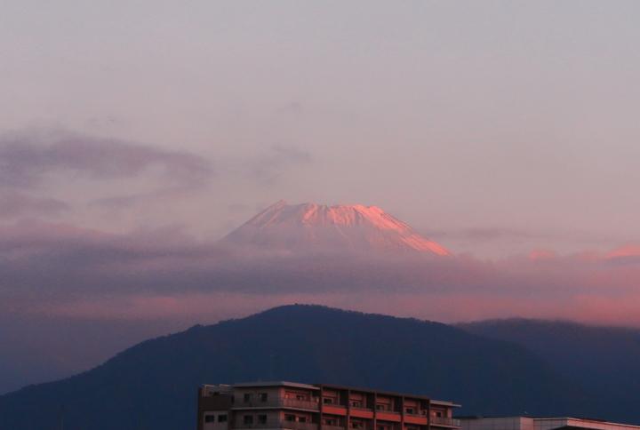 28日 6-12 今朝の富士山-2