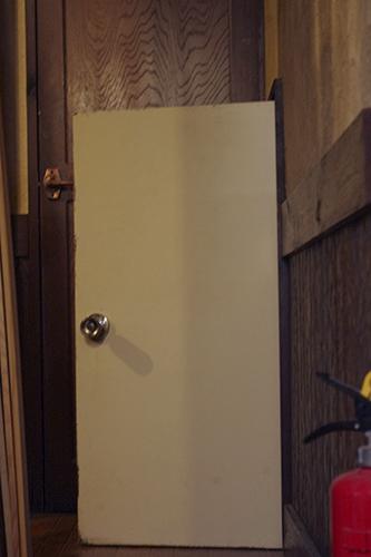 扉をシャビーに簡単リメイク