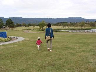妻と息子(園内)