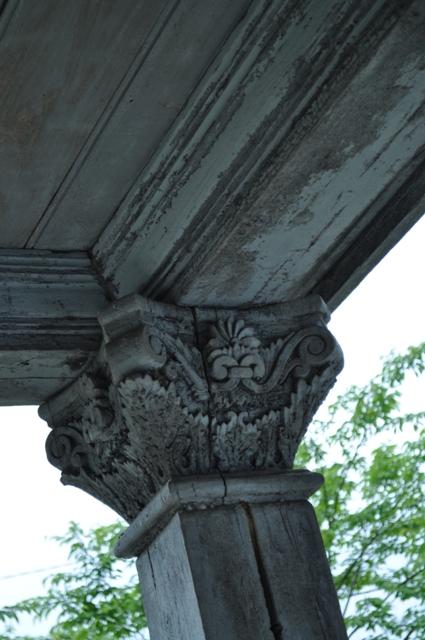 柱の彫刻が素敵☆