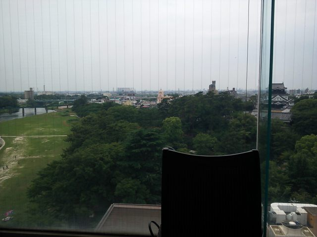 岡崎城と乙川